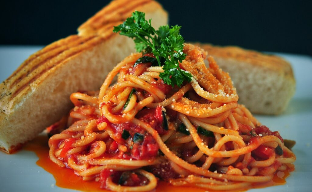 Red tomato sauce with pasta. Foods that can irritate the bladder.