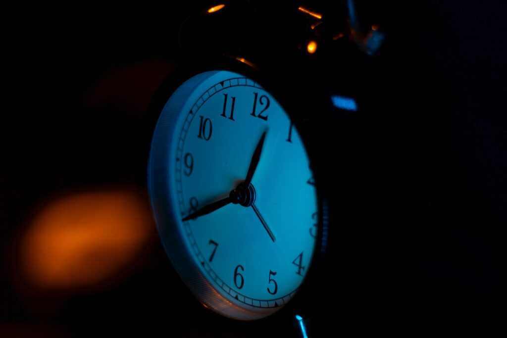 Clock showing early morning, around 4 am EST. Photo credit: Unsplash